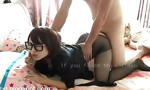 Amateur chinese Married slut enjoys a fine fuck during the time that taking phone calls