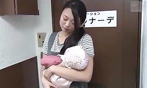 Japanse slet vrouw gaat voor een ontspannende massage (Zie meer: bit.ly/2AwazEk)